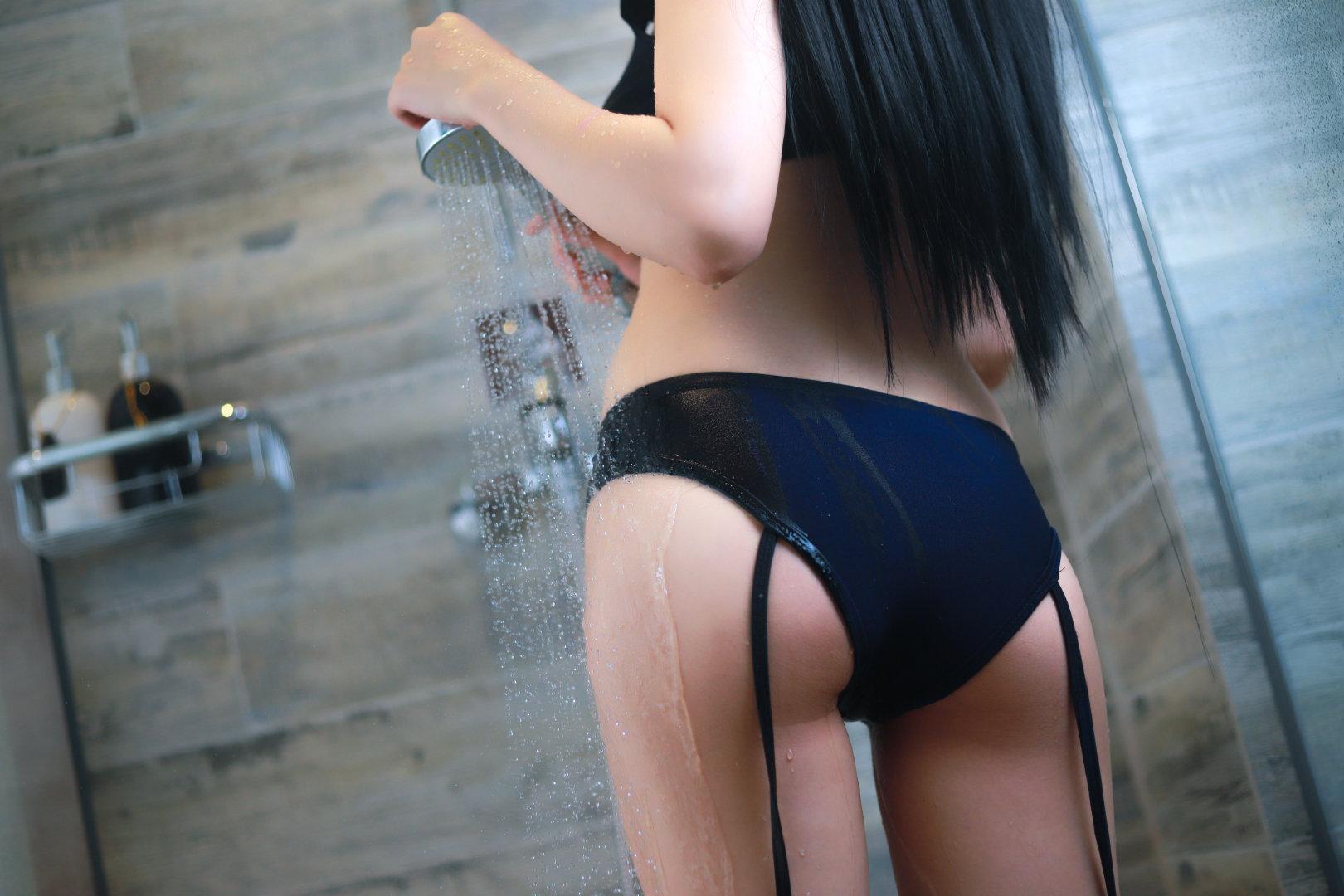 萌妹子的浴室湿身私房写真(9P)
