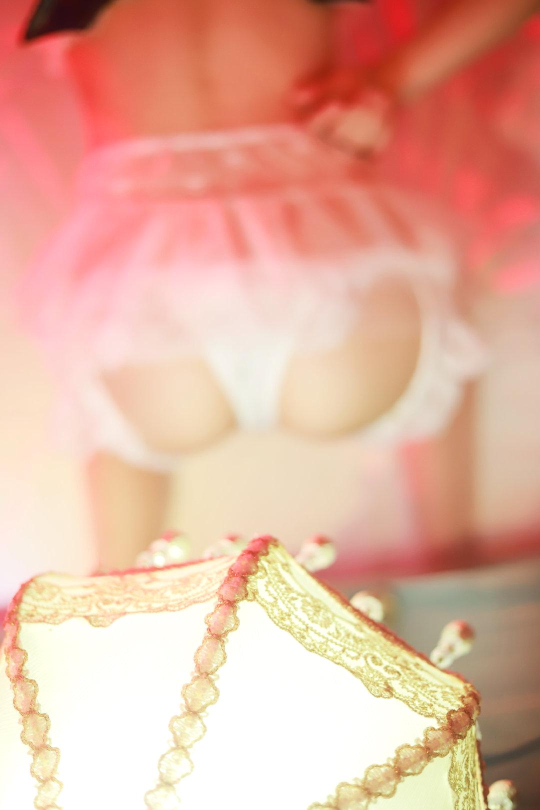萌妹子少女私房写真,想做那盏灯
