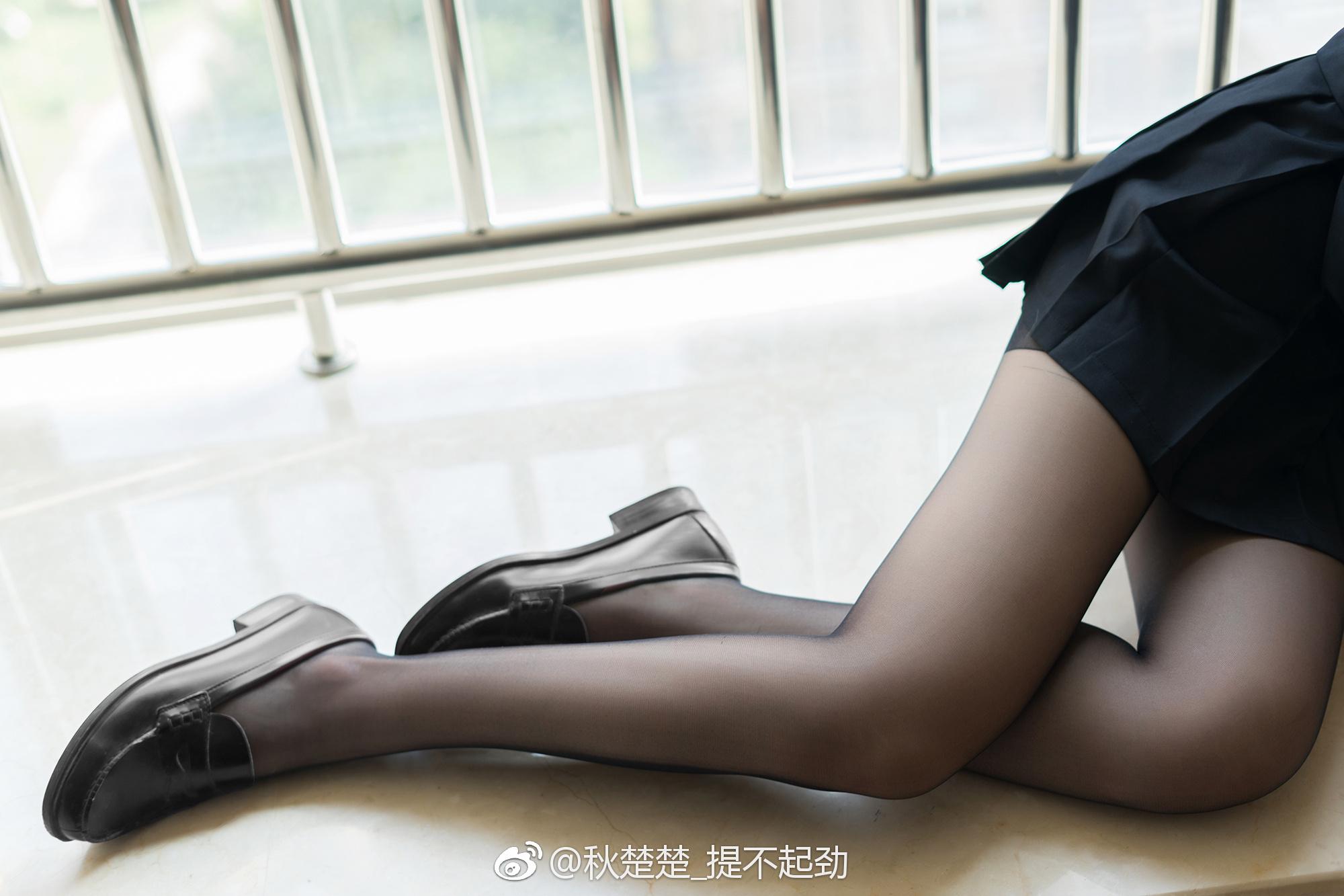 碧蓝航线高雄Cosplay,妥妥的黑丝美腿福利~(9P)