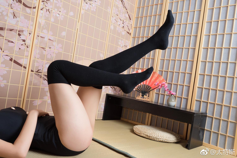 萌妹子连体泳衣学院风泳衣(9P)