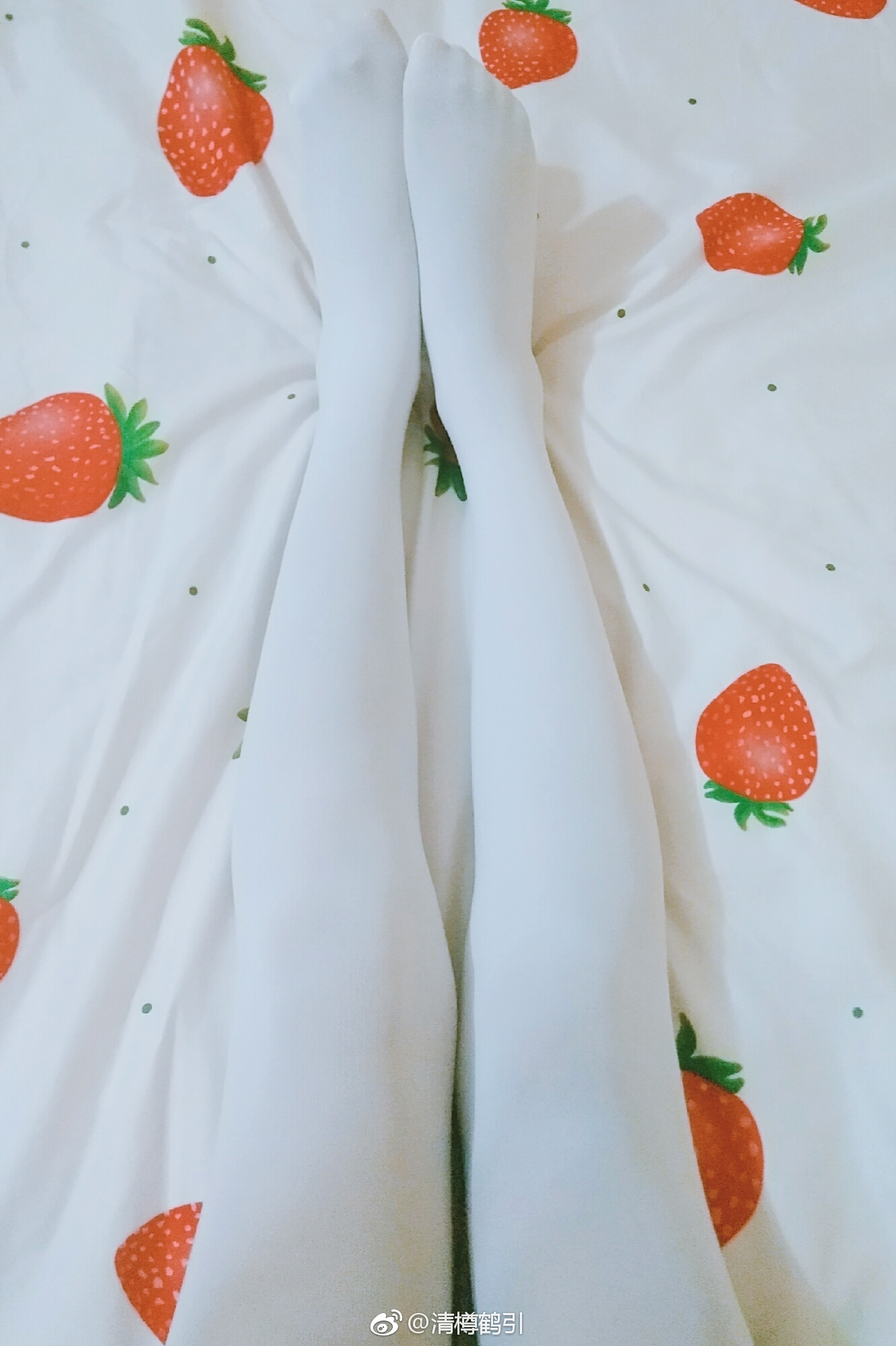 萌妹子的jio,这丝袜白的和床单融为一体(9P)
