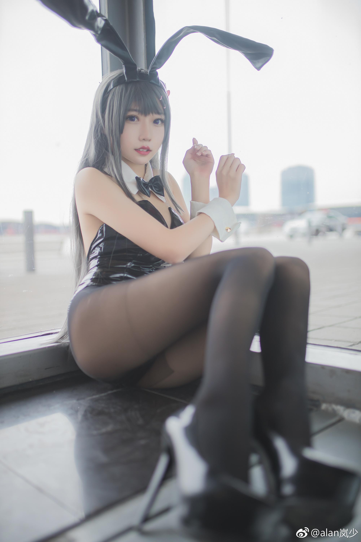 猪头骚年的你,想舔爆麻衣学姐的腿吗?(9P)