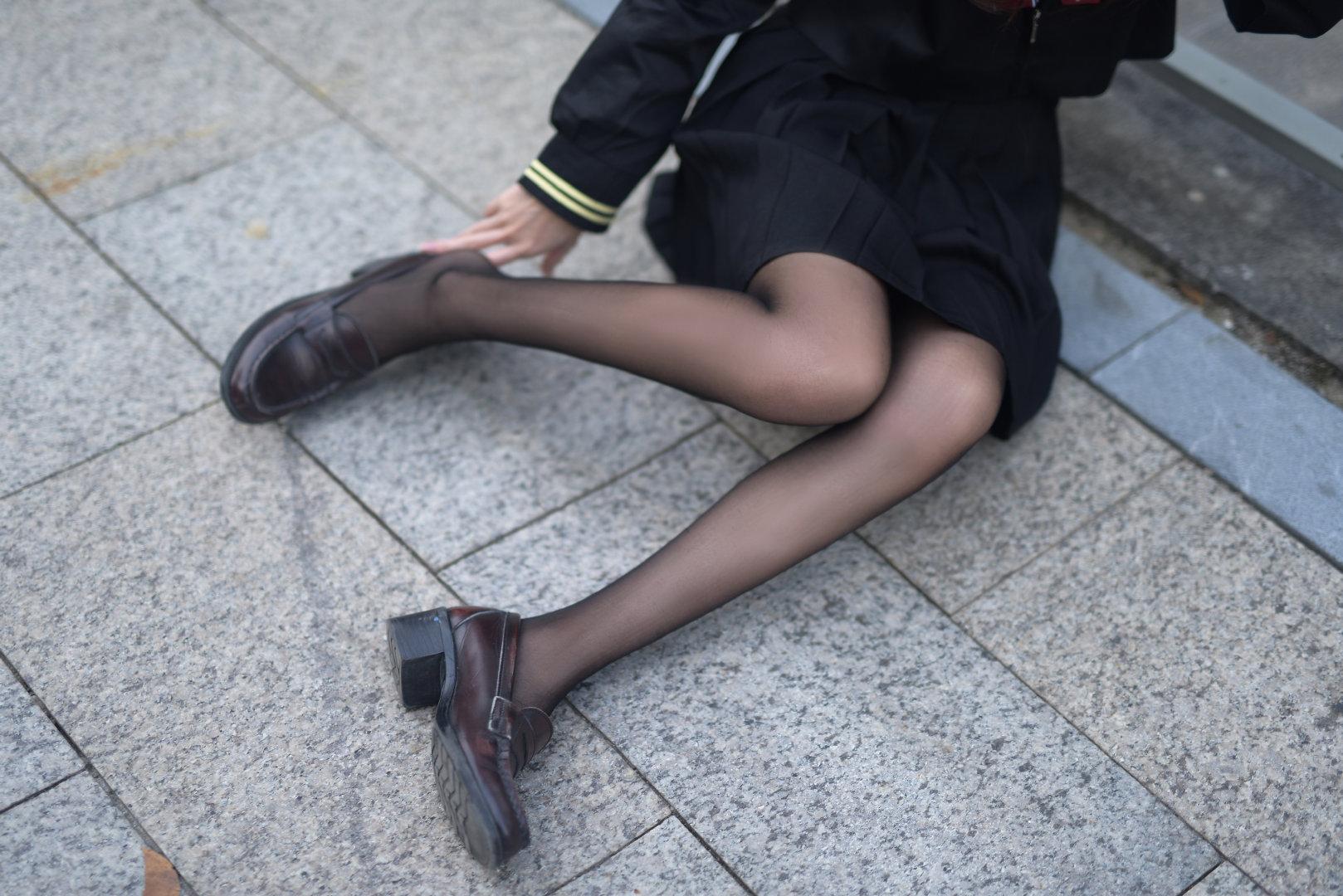 A3爷的黑丝美腿,你们注意身体 (9P)
