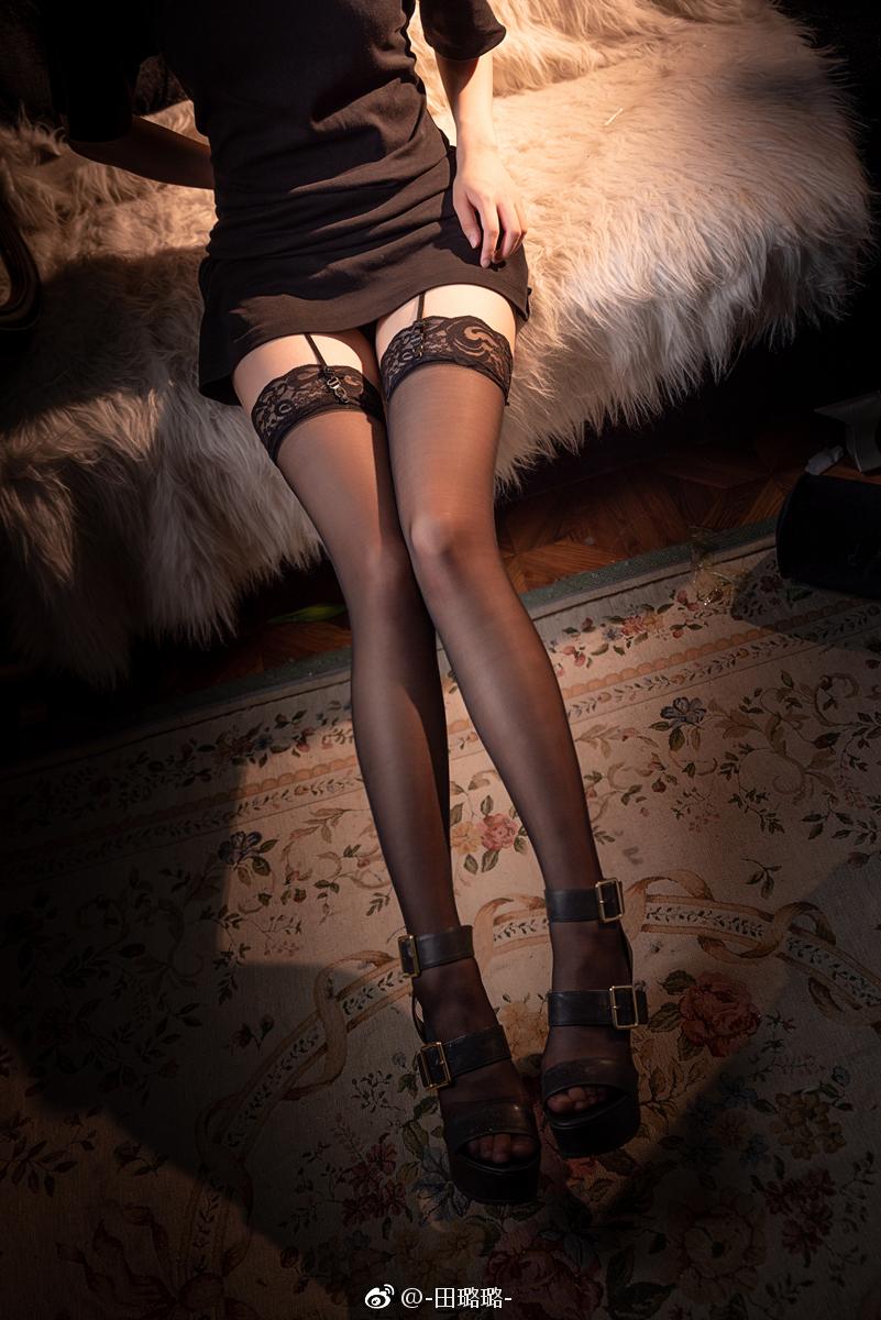 黑丝的正确穿法,吊带袜赛高! 美女写真-第5张