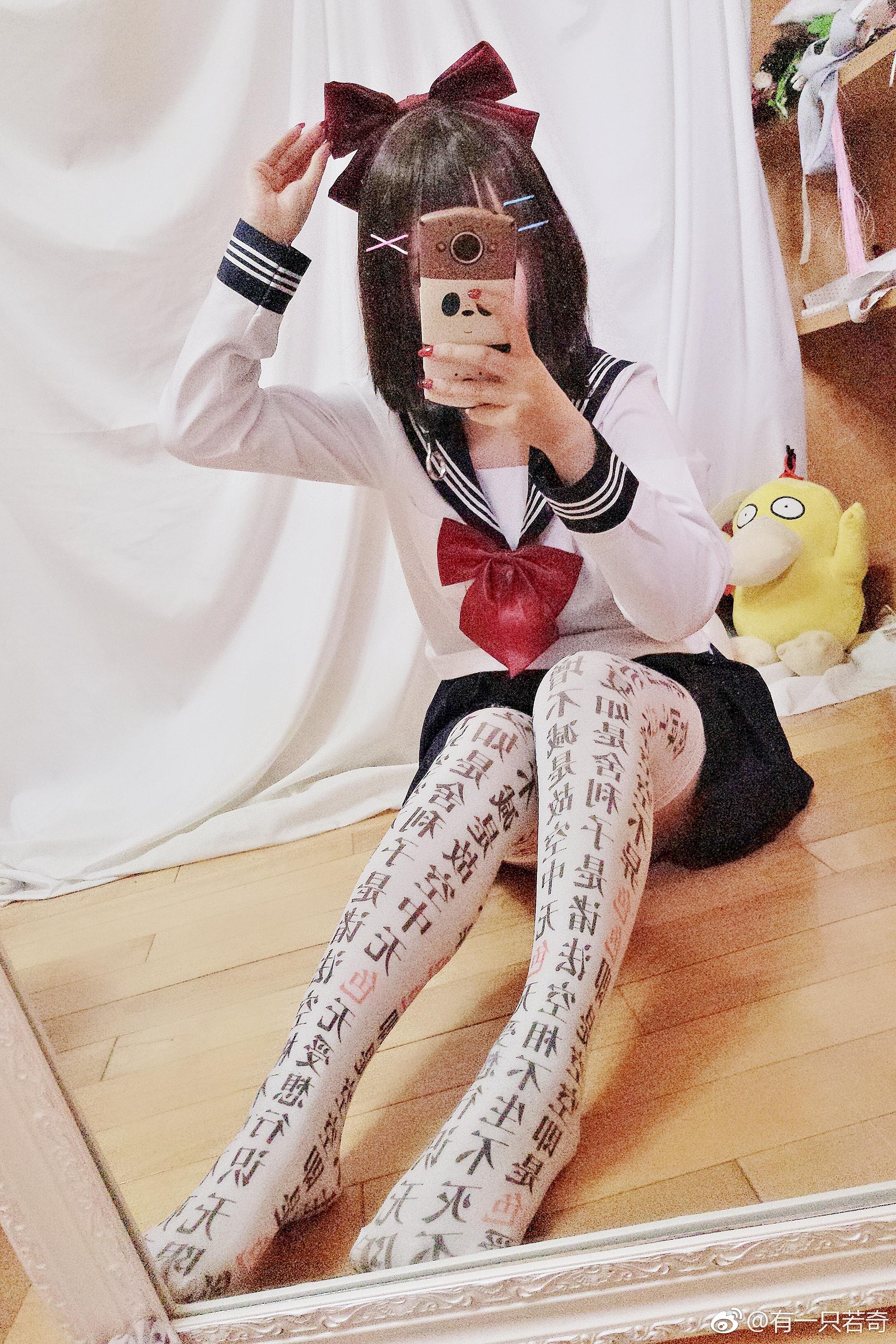 来看萌妹子的骚袜子