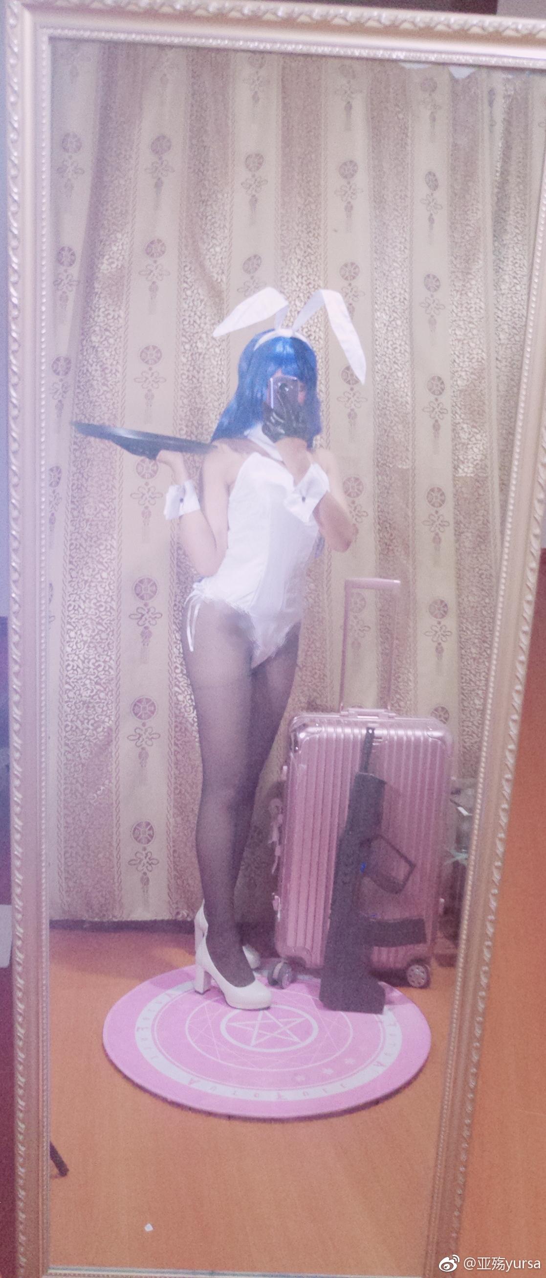 萌妹子在家玩Cos自拍,黑丝美腿兔女郎(9P)