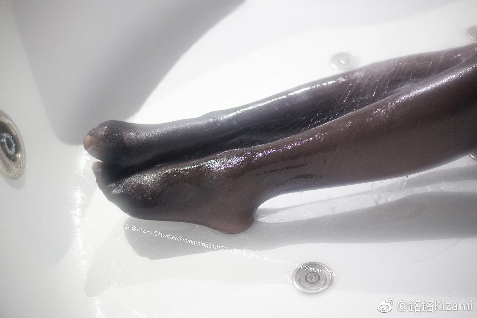 铭铭kizami的新写真福利预览,浴缸里的湿袜腿子(8P)