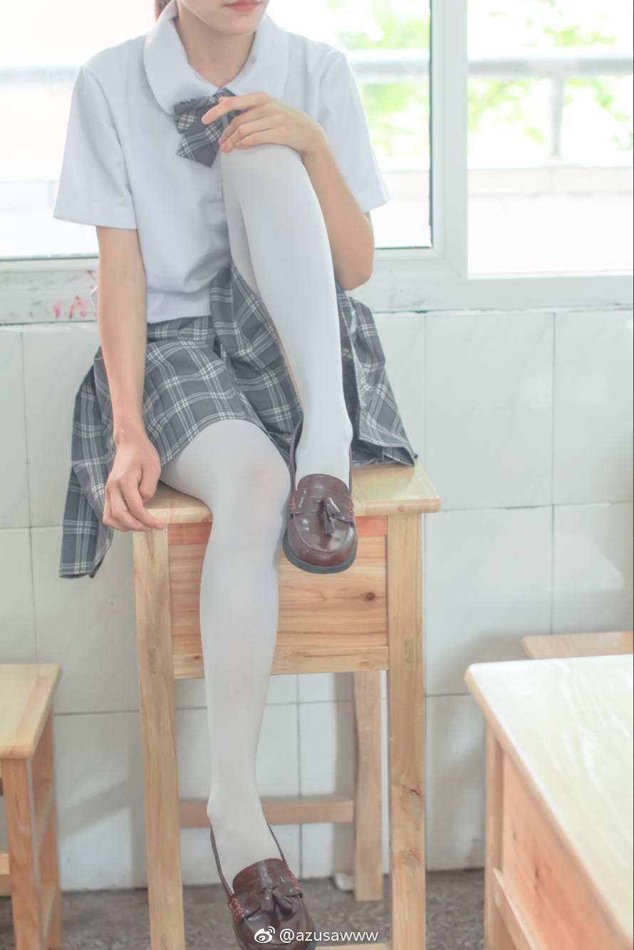 微博制服萌妹儿小合集,黑丝白丝都有! 美女写真-第34张