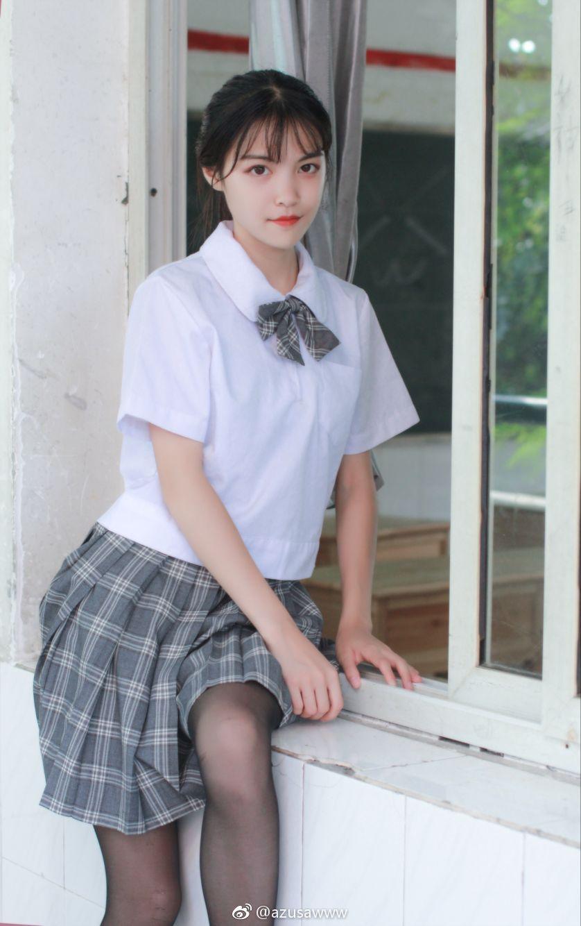微博制服萌妹儿小合集,黑丝白丝都有!(34P)