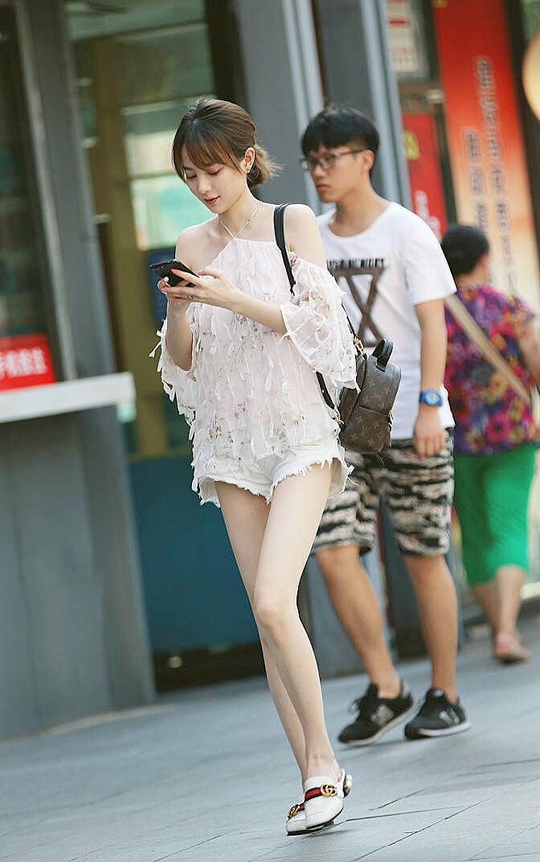 微博大佬@魔镜拍街的美腿路人街拍合集(44P)