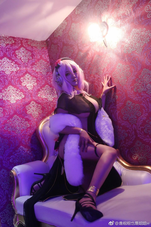 【萌妹子Cosplay】巨乳小姐姐的索尼子十周年礼服Cos(9P)