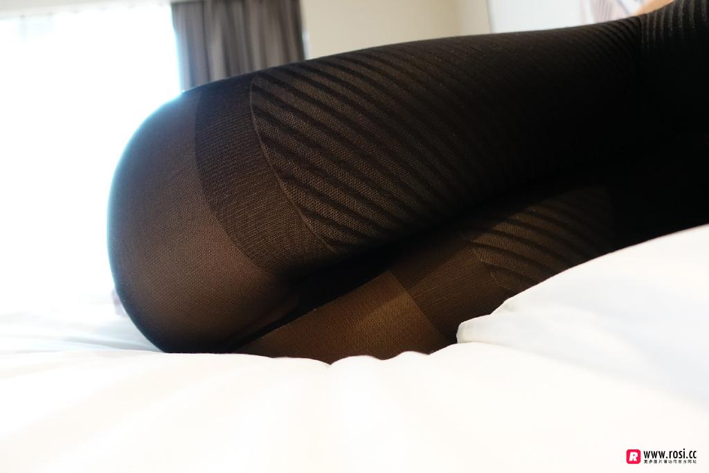 ROSI丝袜写真在线欣赏:小姐姐的黑丝肥臀