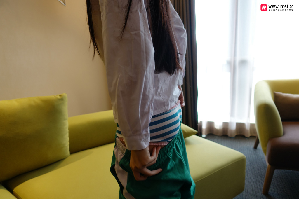 Rosi私拍福利写真在线看:NO.2219校服小姐姐