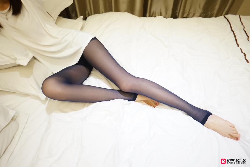 Rosi黑丝美腿福利写真:NO.2221真空小姐姐(51P)