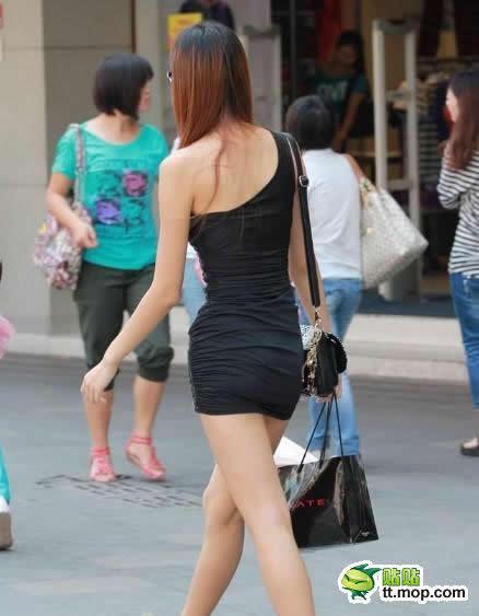 大街上惊现蜂腰翘臀S型齐B短裙身材够火辣(WWW.KHB123.COM)