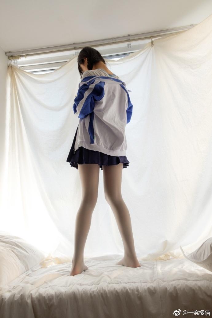 白丝袜控福利:微博少女@藤之宫宁宁校服配丝袜(9P)