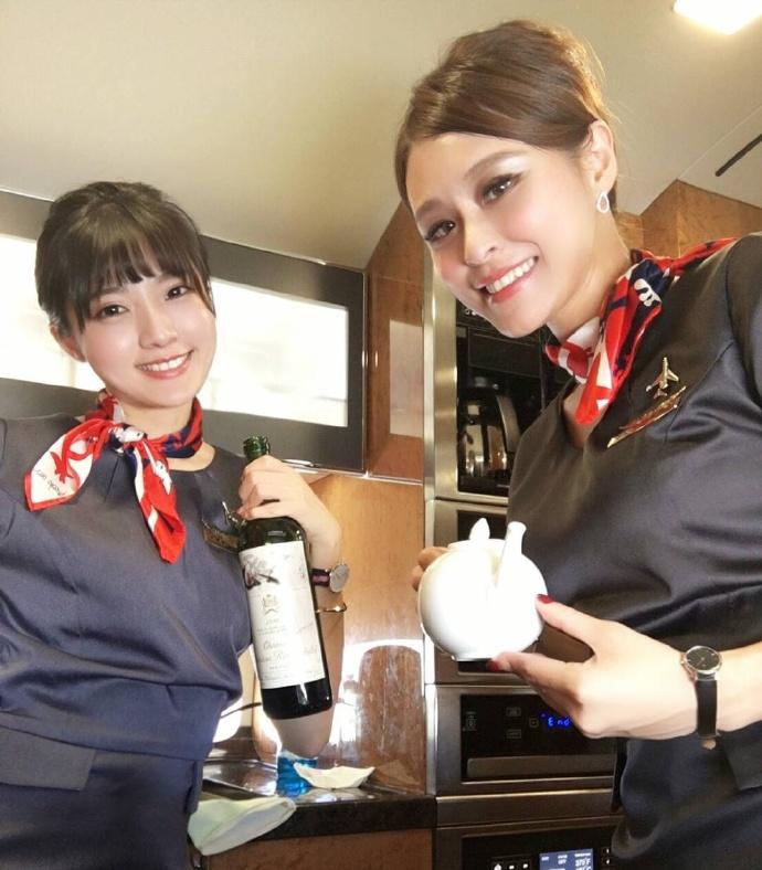 超甜美的台湾空姐!比基尼美腿照!
