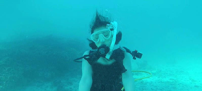 水野朝阳化身美人鱼在水中做乐